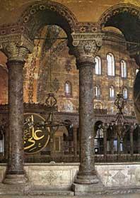 Ook nu nog weerspiegelt het interieur van de Agia Sofia de grandeur van Byzantium.