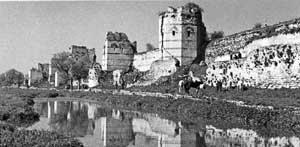 De muren die na 1100 jaar toch vielen.